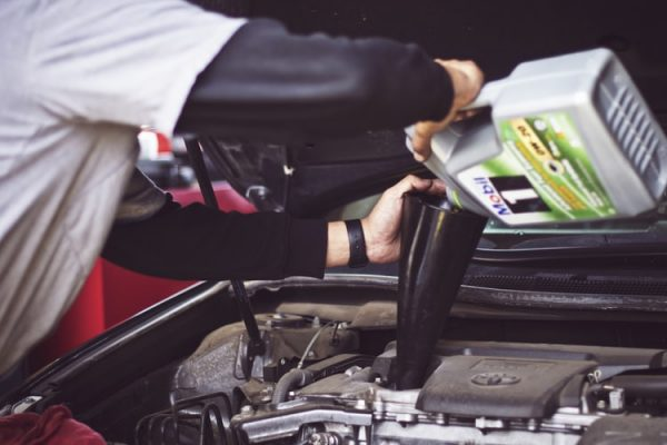 Is It Important To Find A Mechanic Who Specializes In Automakers?